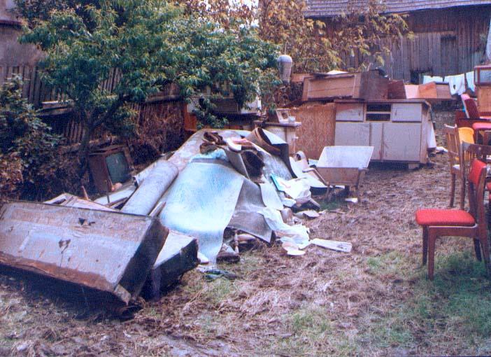Zniszczone meble w czepielowicach 3.08.1997