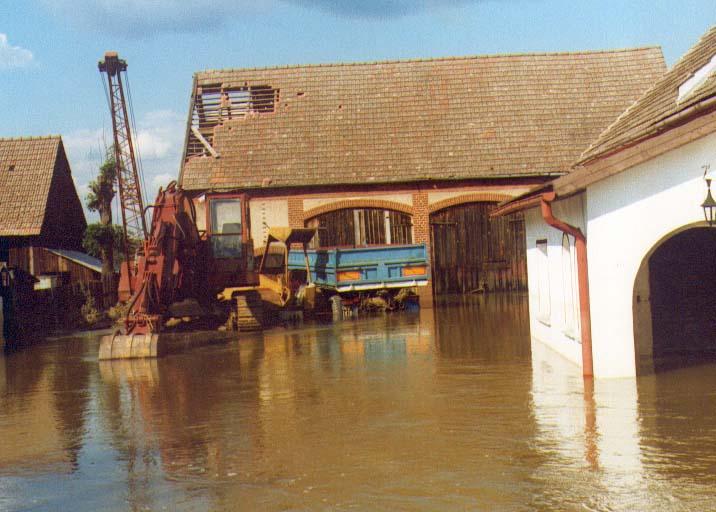 uszkodzony dach stodoły w Karłowicach
