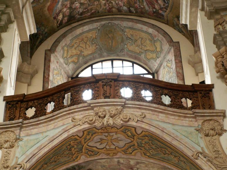 wnętrze kościoła - malowidła Kubena