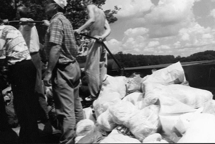 Dostawa żywności z Karłowic do Czepielowic. 14.07.1997