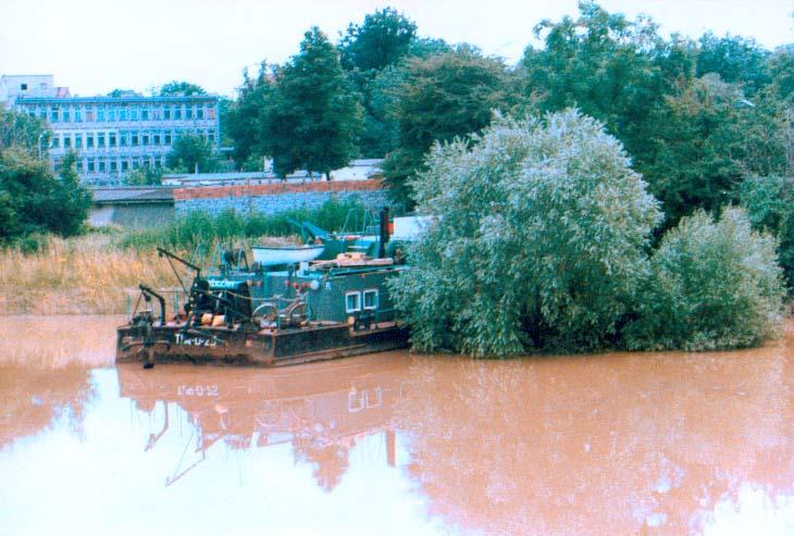 Przepływ barki w Brzegu