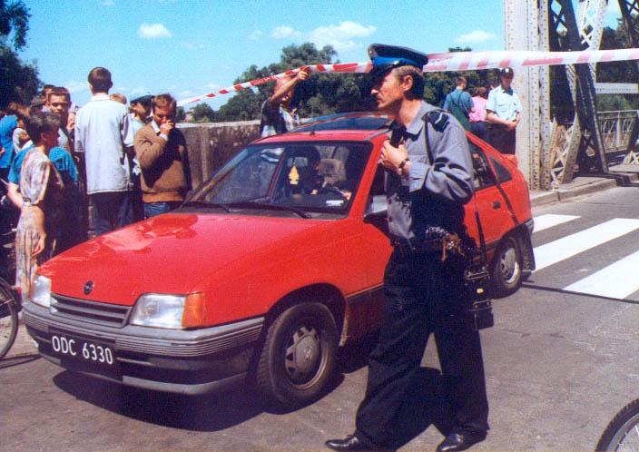 Zamknięcie mostu w Brzegu przed falą 10.07.1997 kopia