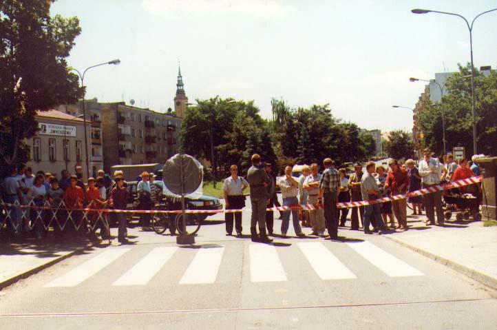 Zamknięcie ulicy Jagieły w Brzegu 11.07.1997