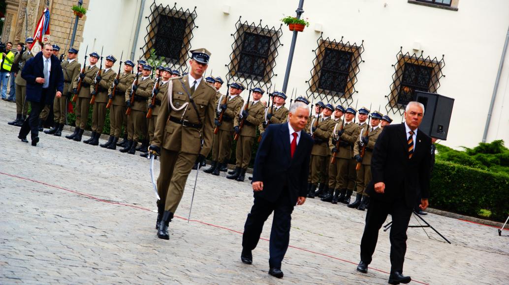 Prezydent Lech Kaczyński na Placu Zamkowym 2009 r.
