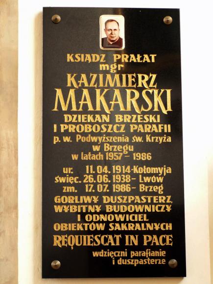 tablica pamiętkowa ks Makarskiego